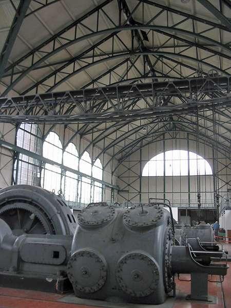 Die weitläufige Maschinenhalle der Zeche Zollern, Schacht II/IV; Foto: 01.09.2006, Dortmund