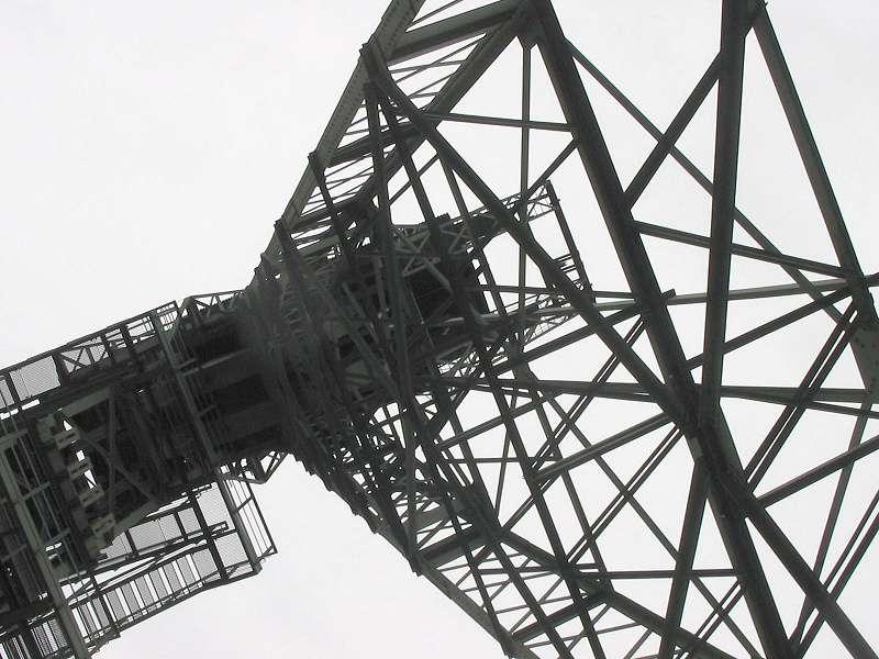 Ungewöhnlicher Blick auf das Fördergerüst der Zeche Zollern, Schacht II/IV; Foto: 01.09.2006, Dortmund