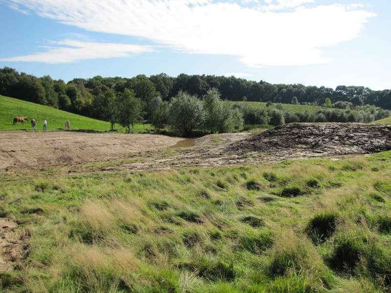 In der Nähe des NSG Pillebachtal hat der Ausbau des Fliethbachs begonnen; Foto: 03.10.2010, Düsseldorf-Ludenberg