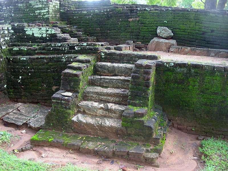 Antike Stufen im Wassergarten; Foto: 10.11.2006, Sigiriya