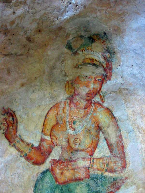 Dieses Wolkenmädchen mit dem auffälligen Ohrschmuck ist im Gesicht leider schon stark verblasst; Foto: 10.11.2006, Sigiriya