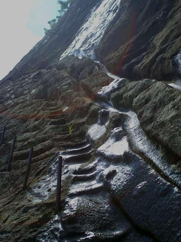 Originalstufen oberhalb der Löwenterrasse - dort würde ich nicht hinaufsteigen wollen; Foto: 10.11.2006, Sigiriya