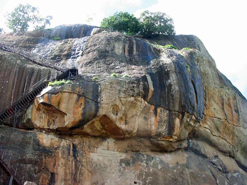 Blick von der Löwenterrasse nach oben; Foto: 10.11.2006, Sigiriya