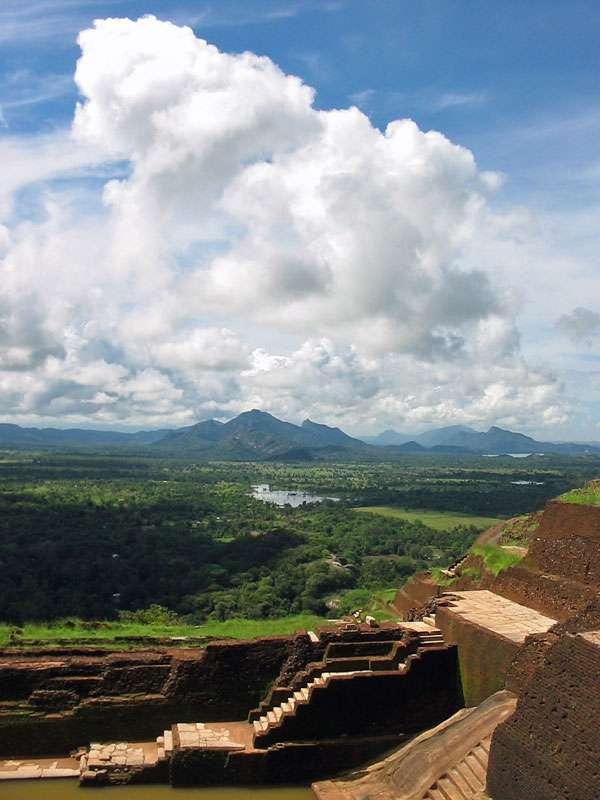 Blick in südlicher Richtung vom Gipfel des Sigiriya-Felsens; Foto: 10.11.2006, Sigiriya