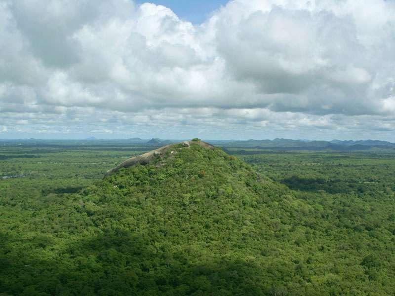 Blick in nördliche Richtung vom Gipfel des Sigiriya-Felsens; Foto: 10.11.2006, Sigiriya
