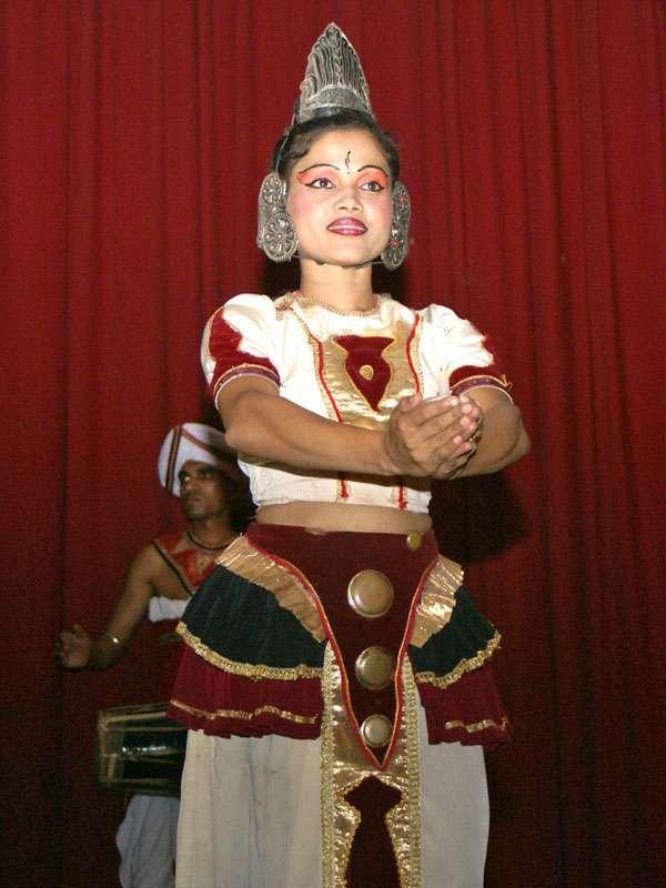 Tänzerin des Ensembles 'Dance Lanka' im Porträt; Foto: 10.11.2006, Kandy