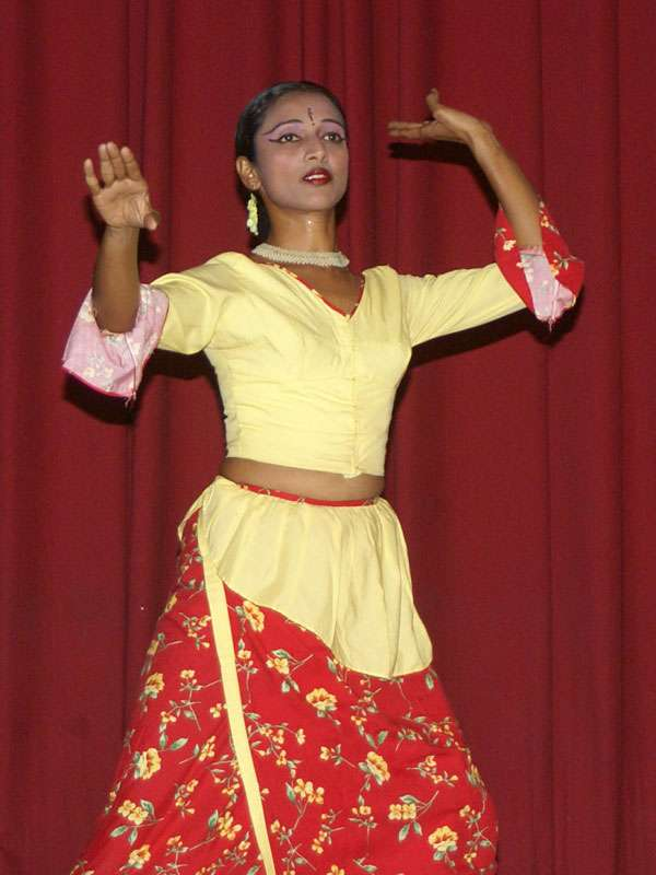 Anmutige Tänzerin der Gruppe 'Dance Lanka'; Foto: 10.11.2006, Kandy