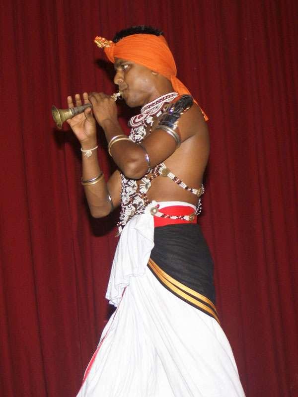 Auch Blasinstrumente kommen bei 'Dance Lanka' auf der Bühne zum Einsatz; Foto: 10.11.2006, Kandy