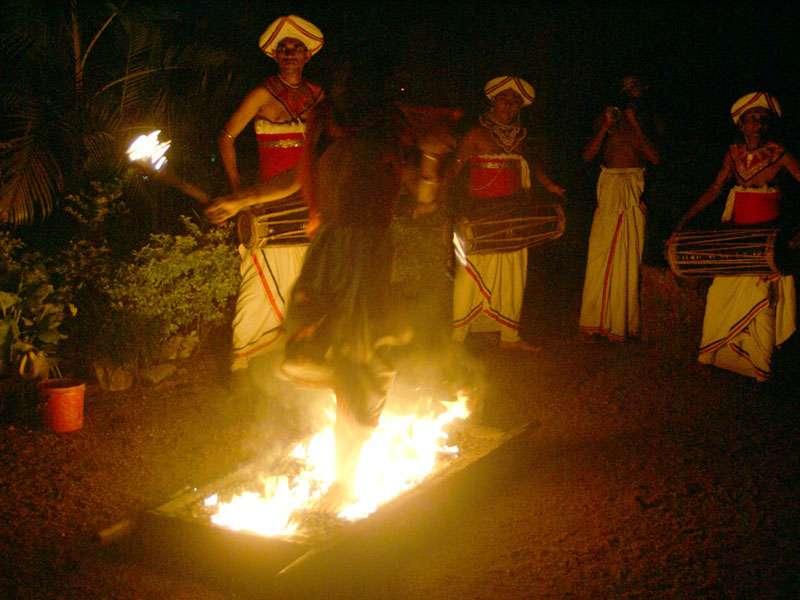 Auf dem Feuer ...; Foto: 10.11.2006, Kandy