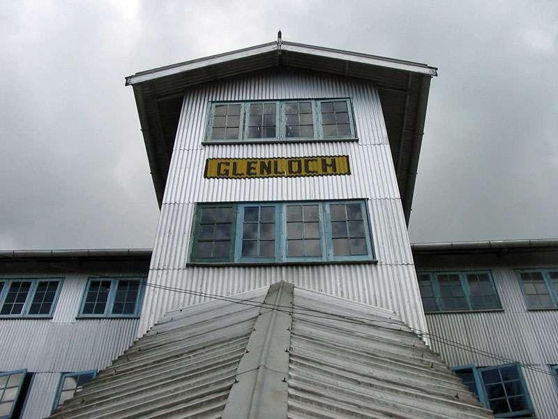 Von außen sehen die meisten Teefabriken sehr unscheinbar aus, so auch die Glenloch Tea Factory; Foto: 11.11.2006, Rambukkana