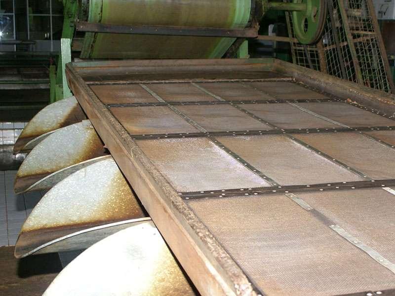 Mit Sieben wie diesen werden die verschiedenen Blattgrade ausgesiebt; Foto: 11.11.2006, Rambukkana