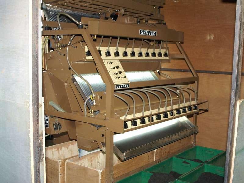 Obwohl sie alt sind, arbeiten die Maschinen meist zuverlässig - und das im Dauereinsatz; Foto: 11.11.2006, Rambukkana