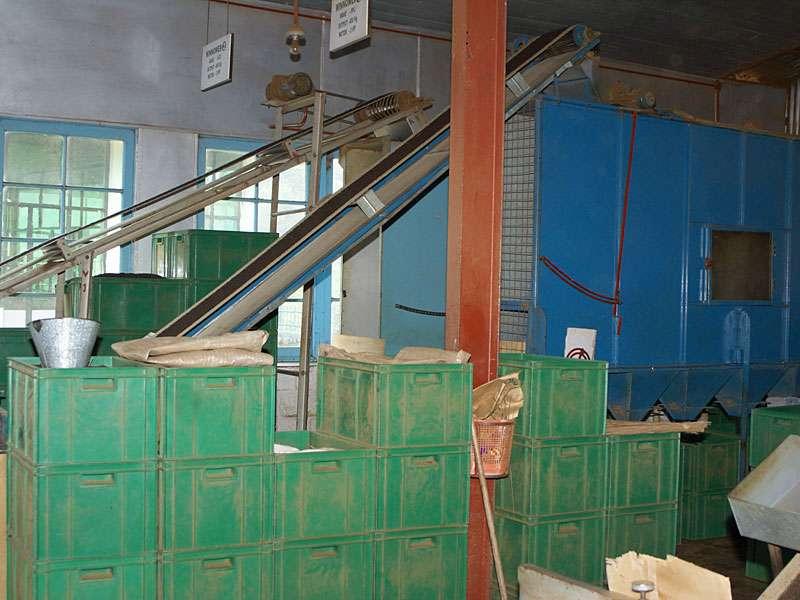 So manche Teefabrik erinnert ein wenig an ein Industriemuseum und doch funktioniert hier alles; Foto: 11.11.2006, Rambukkana