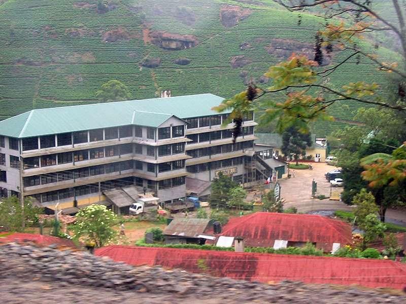 Im Jahr 2006 noch Labookellie, heute Mackwoods Labookellie - eine der großen Teefabriken Sri Lankas; Foto: 11.11.2006, Nähe Nuwara Eliya