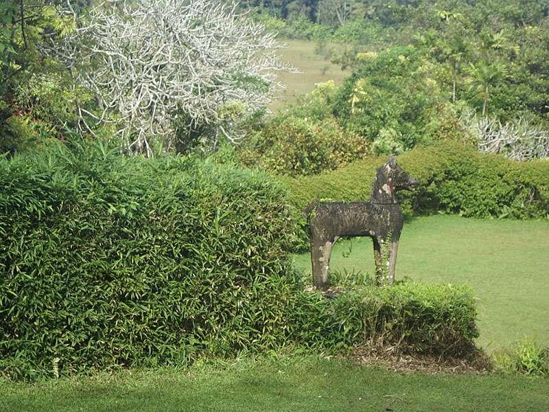 Pferdeskulptur im Brief Garden; Foto: November 2006, Kalawila