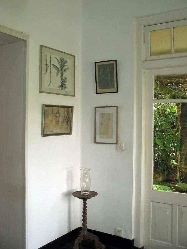Kunstwerke im Haus auf dem Anwesen Brief Garden; Foto: November 2006, Kalawila