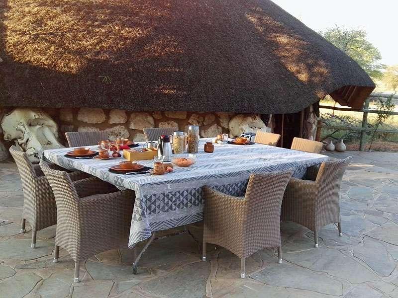 Frühstück gibt es oft im Freien; Foto: 05.04.2017, Kuzikus Wildlife Reserve