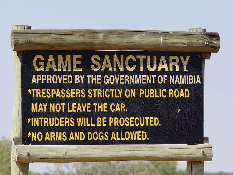 Hinweisschild auf dem Gelände des Wildschutzgebietes; Foto: 05.04.2017, Kuzikus Wildlife Reserve