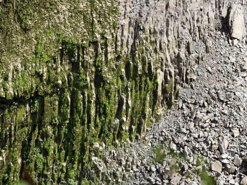 Unmittelbar neben dem San-Rafael-Wasserfall liegt eine Wand mit Basaltsäulen; Foto: 09.12.2017, Nähe San-Rafael-Wasserfall