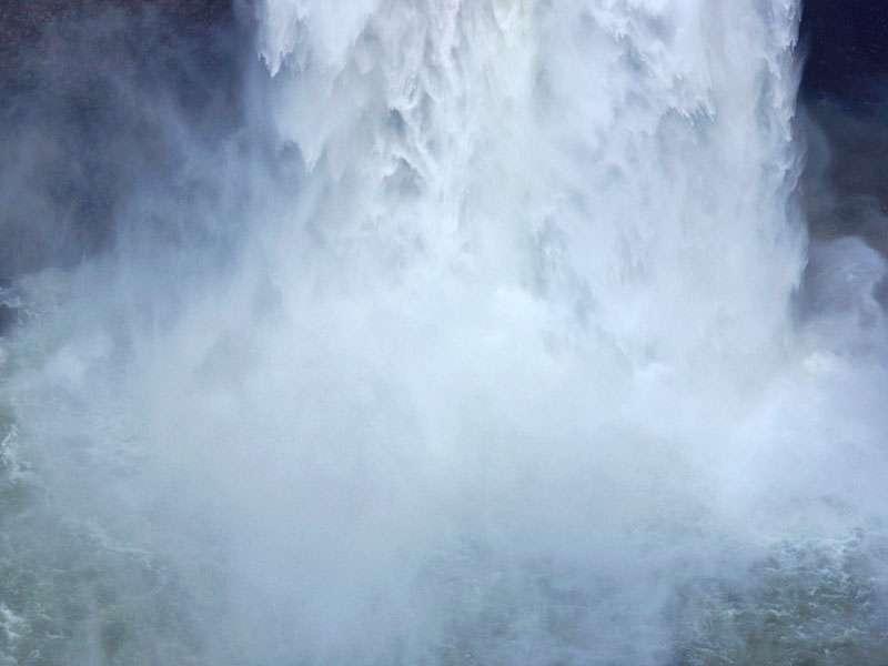 Aufgewühltes Wasser am Fuße des San-Rafael-Wasserfalls; Foto: 09.12.2017