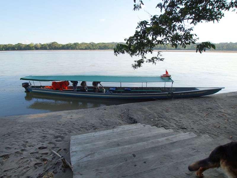 Die Insel des Sumak Allpa Projektes ist von Coca aus mit dem Boot erreichbar; Foto: 10.12.2017, Nähe Puerto Francisco de Orellana