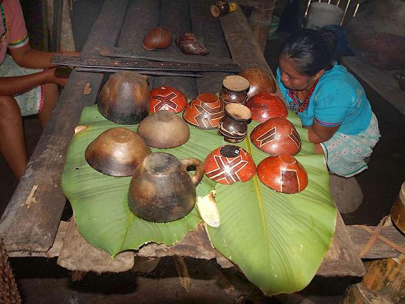 Die Frauen der Comunidad Kichwa Añangu geben Einblicke in ihre traditionellen Küchenutensilien; Foto 12.12.2017, Napo Cultural Center