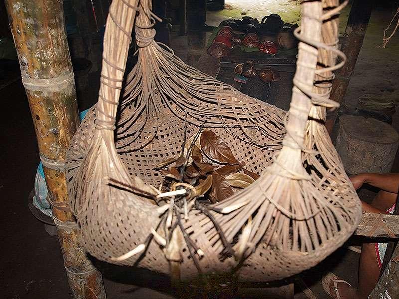 Ein aus Naturmaterialien hergestellter, traditioneller Sammelkorb in der Comunidad Kichwa Añangu; Foto 12.12.2017, Napo Cultural Center