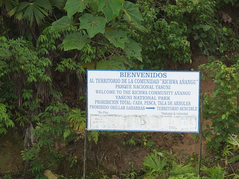 Hinweisschild an der Lehmlecke der Comunidad Kichwa Añangu; Foto: 14.12.2017