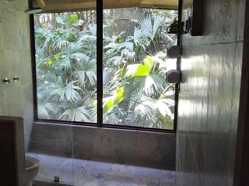 Das Badezimmer meines Bungalows in der Sacha Lodge bot eine spektakuläre Aussicht; Foto: 15.12.2017