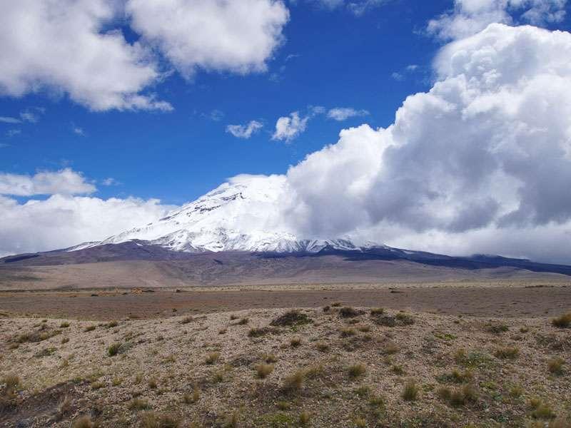 Oft hüllt sich der Chimborazo in Wolken - mit etwas Glück reißen sie kurz auf; Foto: 27.12.2017, Foto: 27.12.2017, Reserva de Producción de Fauna Chimborazo