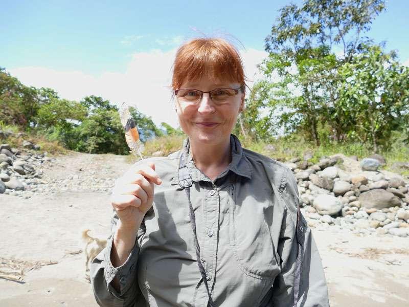 Meine Trophäe: die Feder einer Sonnenralle - gefunden am Río Quijos; Foto: Ralph Sommer/Ecuador-Discover.de
