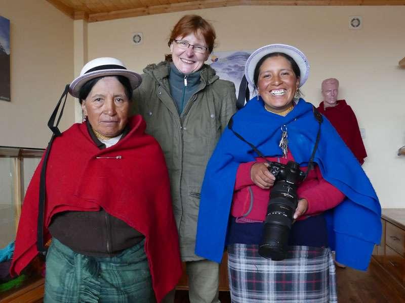 In den Anden bei den netten Kichwa-Frauen, die anders als ich keine eiskalte rote Nase hatten - wie machen die das nur?; Foto: Ralph Sommer/Ecuador-Discover.de
