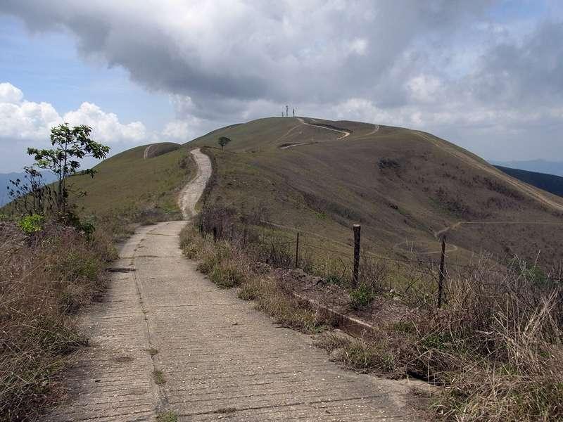 Der Cerro San Isidro mit seiner kahlen Gipfelregion; Foto: 22.04.2013, Nähe Montalbán