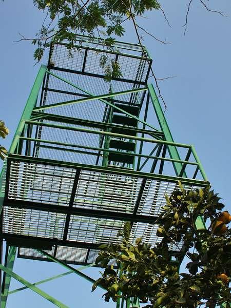 Der zehn Meter hohe Aussichtsturm bietet einen perfekten Rundumblick; Foto: 22.04.2013, Nähe Bejuma